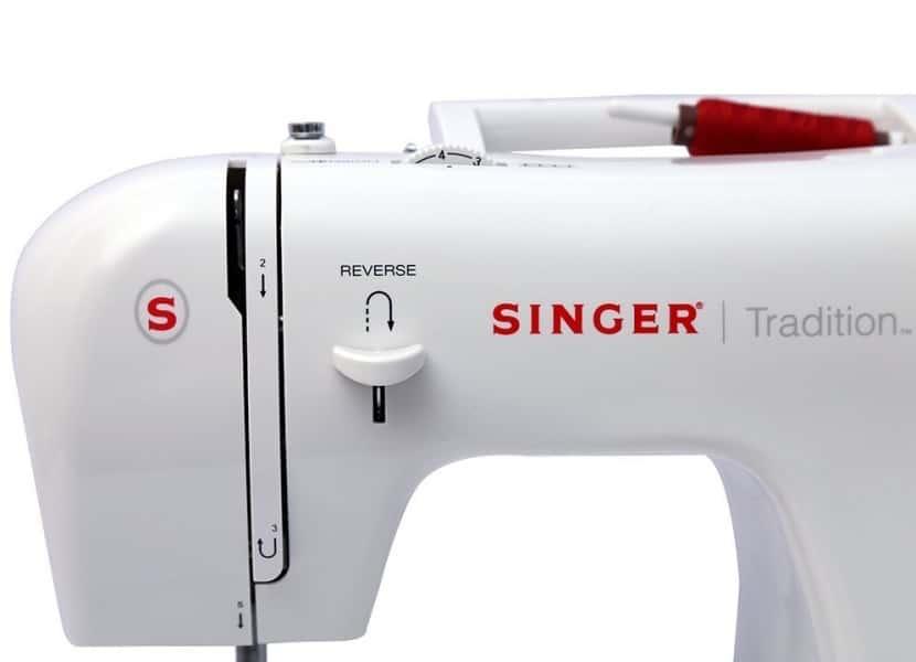 Cómo lubricar una máquina de coser Singer