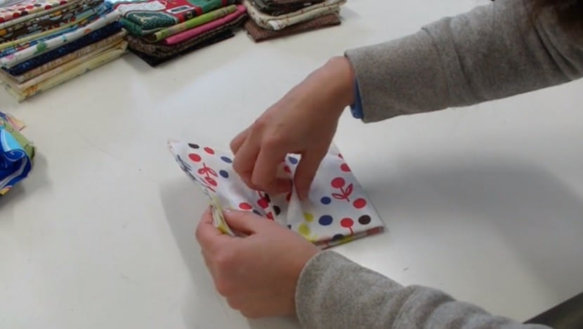 Cómo doblar una tela de Patchwork